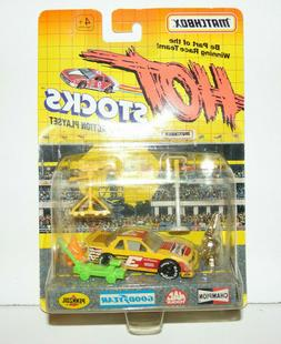 03MATCHBOX Hot Stocks, Race Car with Accessories, Yellow Rac