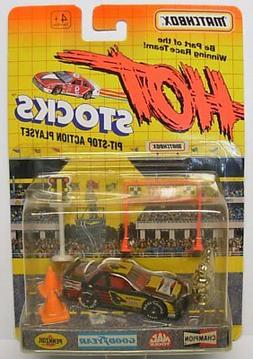 MATCHBOX Hot Stocks, Race Car with Accessories, Black Racer,