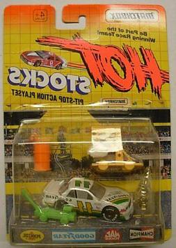 MATCHBOX Hot Stocks, Race Car with Accessories, White Racer,