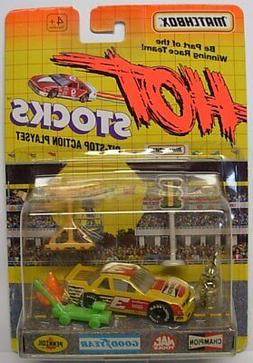 MATCHBOX Hot Stocks, Race Car with Accessories, Yellow Racer