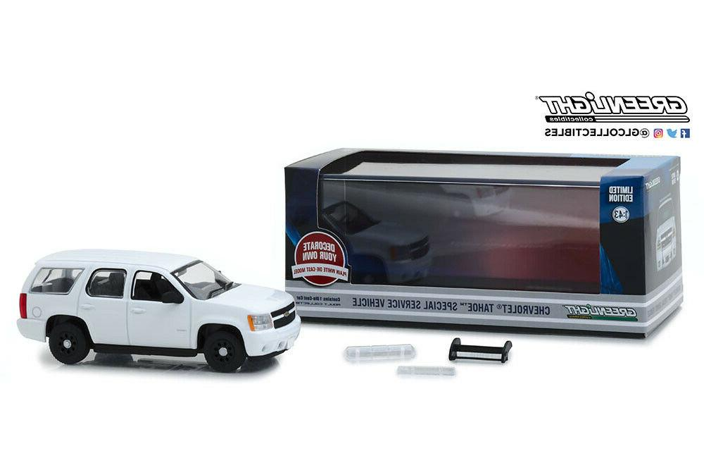 Scale CHEVROLET Tahoe PPV with accessories 2010 Whit