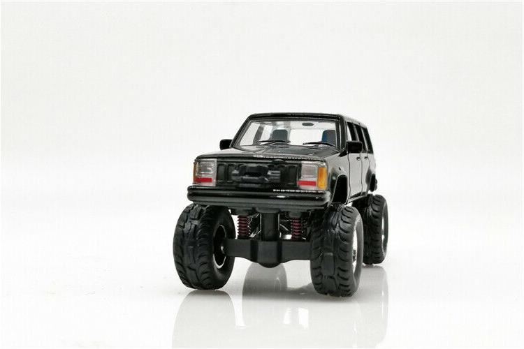 XCarToys 1:64 Cherokee 2nd car w/accessories